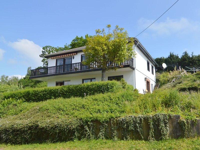 Ground floor apartment with private garden and a spectacular view, vacation rental in Orlenbach