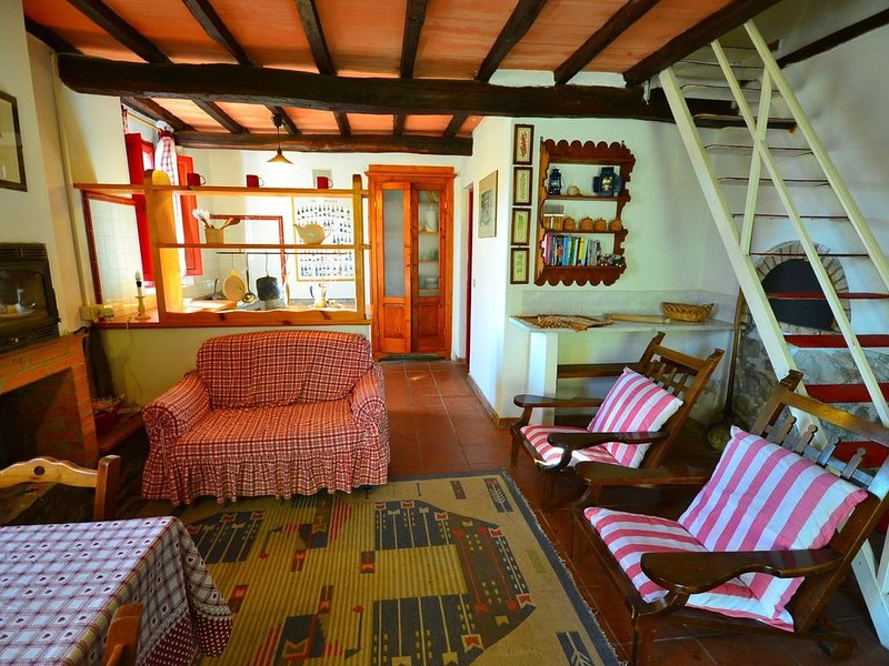 Bright Holiday Home in San Marcello with Pool near Meadows, holiday rental in San Marcello Pistoiese