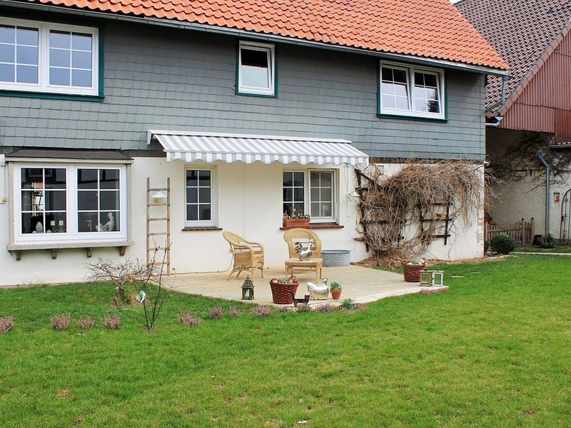 Comfortable apartment on the first floor in the southern Harz at a horse riding, vacation rental in Delliehausen