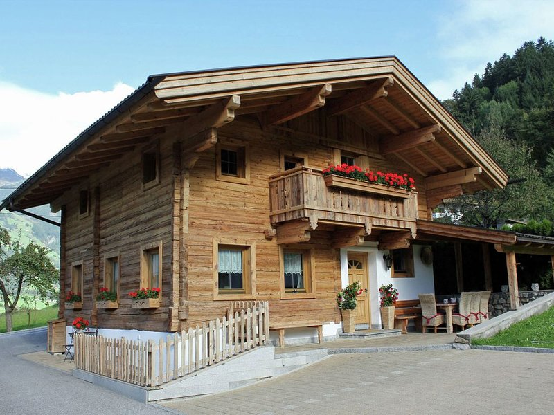 Detached chalet with plenty of privacy close to the famous Mayrhofen, holiday rental in Hippach