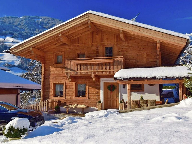 Detached chalet with plenty of privacy close to the famous Mayrhofen, alquiler vacacional en Hippach