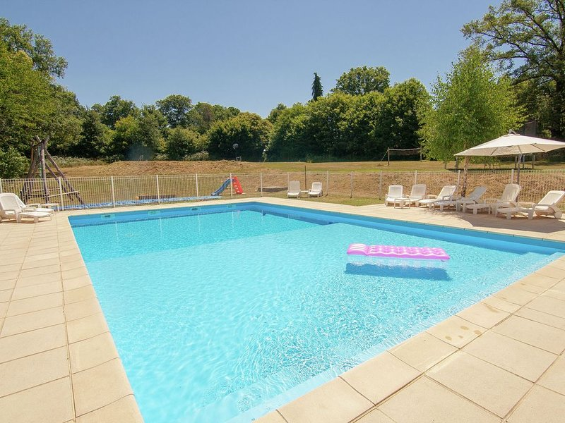 Very spacious, detached character holiday home with large terrace., holiday rental in Masleon