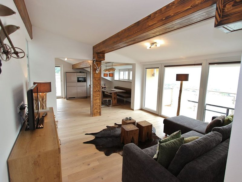 Large luxurious apartment a short distance from Zell am See - Kaprun, holiday rental in Piesendorf
