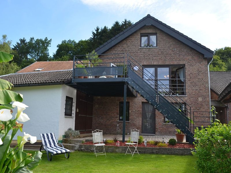 Romantic holiday house with sauna, nestled in the beautiful Ambleve valley, holiday rental in Aywaille
