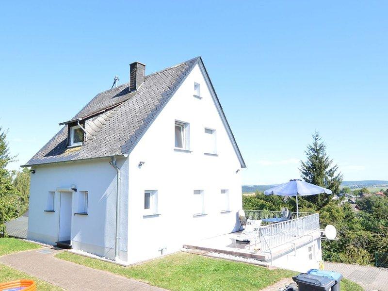 Peaceful Holiday Home  in Rascheid near Forest, aluguéis de temporada em Waldrach