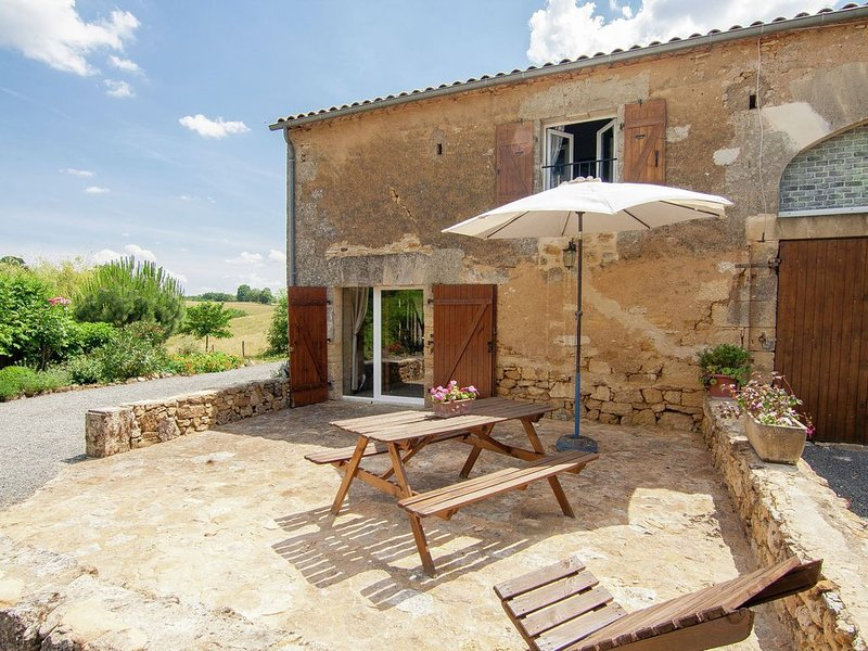 Detached cottage in a rural area with many attractions., casa vacanza a Saint-Cyprien