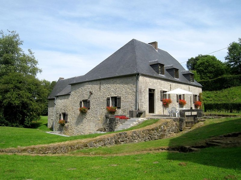 Charming Holiday Home in Soulme with Garden and Terrace, holiday rental in Blaimont