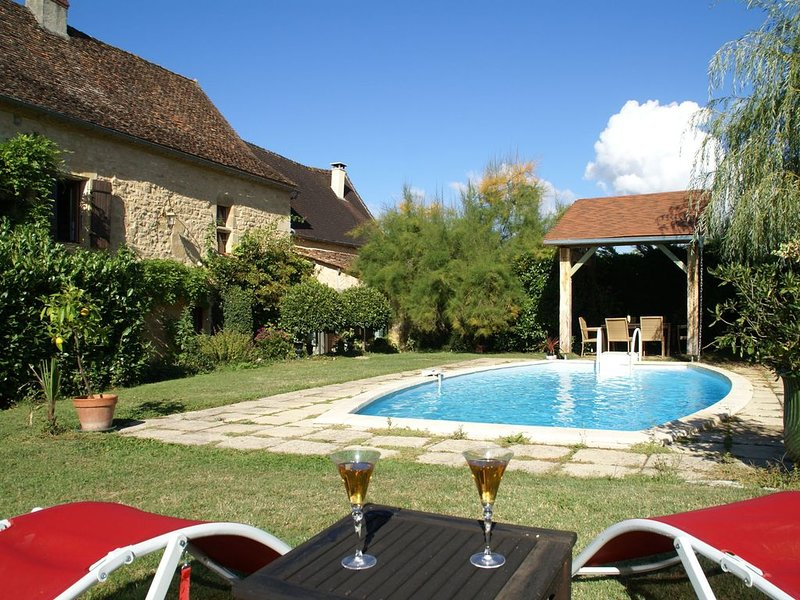 Chic Holiday Home in Aquitaine with Swimming Pool, vacation rental in Corgnac-sur-l'Isle