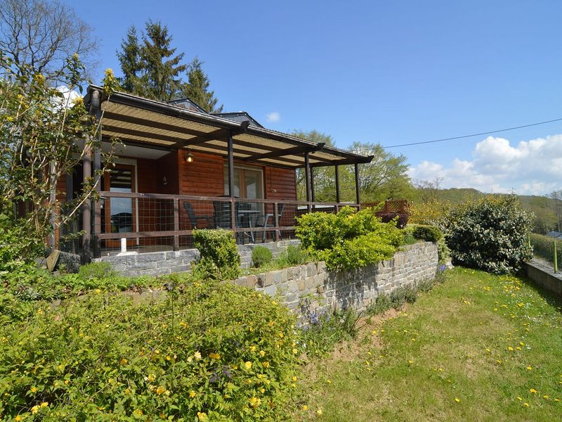Comfortable Chalet in Petit-Han with Garden, aluguéis de temporada em Durbuy