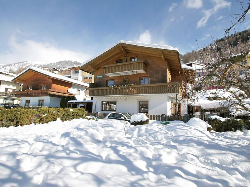 A very well kept holiday home on the ground floor, in the centre of Matrei., alquiler de vacaciones en Kals am Grossglockner