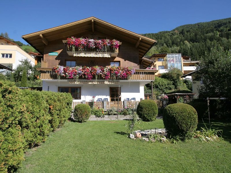A very well kept holiday home on the ground floor, in the centre of Matrei., vacation rental in Matrei in Osttirol