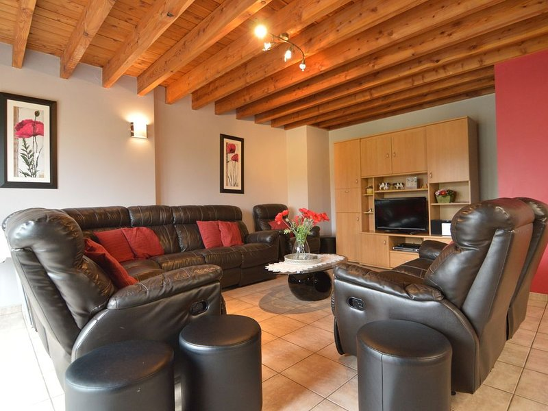 Modern Cottage in Baugnez with Sauna, holiday rental in Malmedy