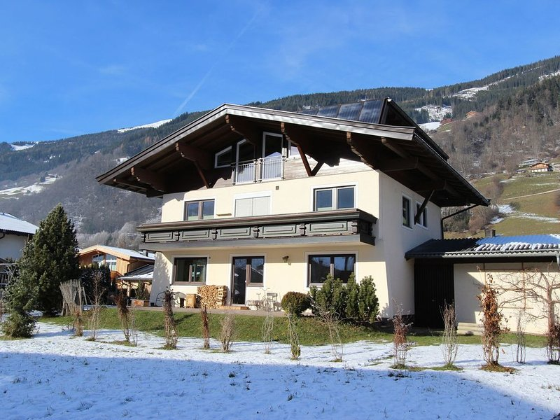 Fantastic holiday apartment right by the centre of charming Bramberg, location de vacances à Bramberg am Wildkogel