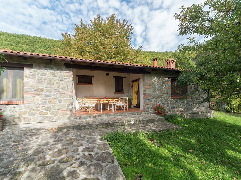 Peaceful Holiday Home in San Marcello with Pool & Terrace, location de vacances à Popiglio