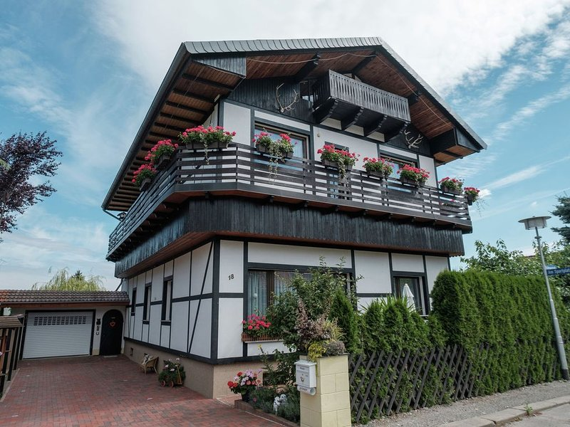 Beautiful apartment with romantic garden and cosy terrace, vacation rental in Rubeland