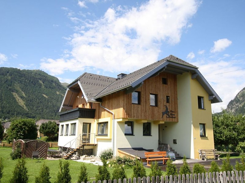 Beautiful and very spacious detached house with sauna on a large property., vacation rental in Mauterndorf