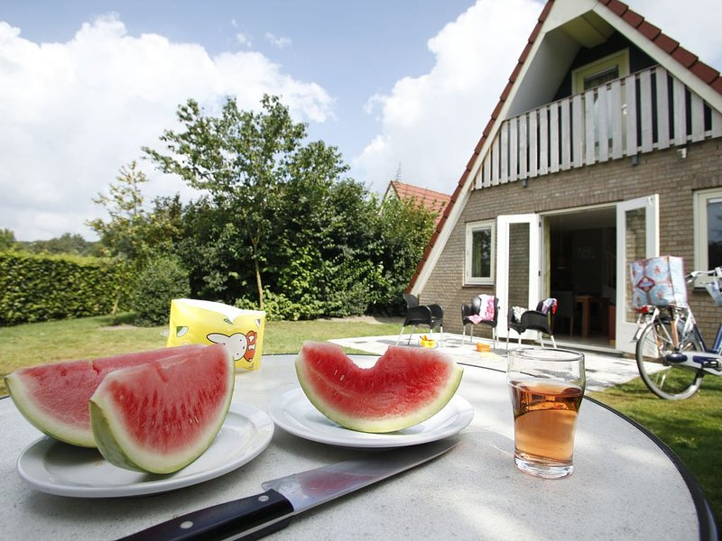 Nice house with large garden, in a small park just 500 m from a bathing lake, holiday rental in Gennep