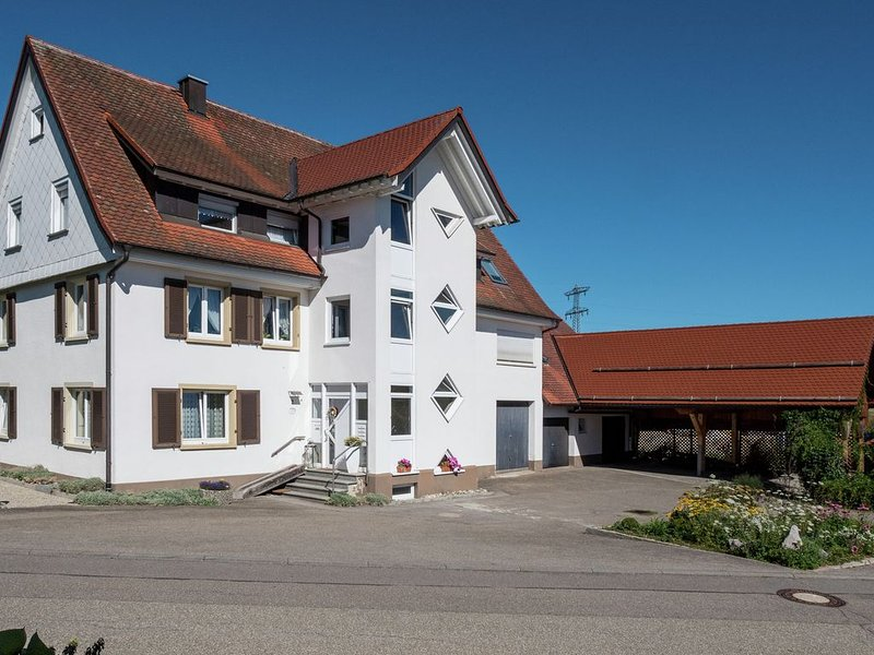 Upscale Apartment in Rietheim with private terrace – semesterbostad i Deisslingen