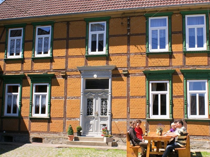 Newly renovated farmhouse for up to 14 persons with a large property, vacation rental in Rubeland