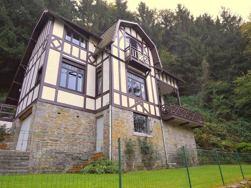 Cozy Holiday Home in Durbuy near Town Center, holiday rental in Bomal