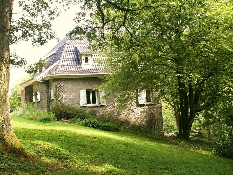 Superb cottage perched on a hill near the village of Falaen., Ferienwohnung in Dinant