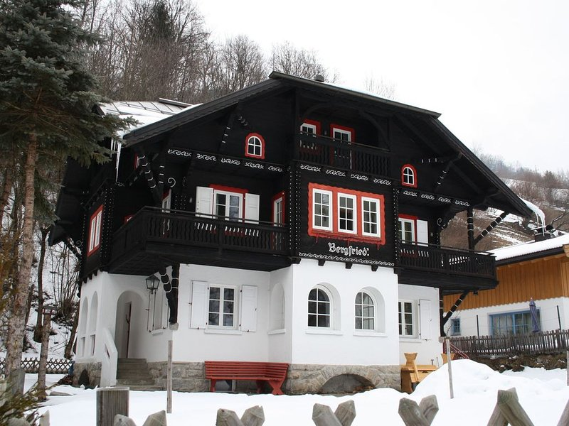Beautiful villa at just 400 m from the lake of Zell am See., alquiler vacacional en Thumersbach