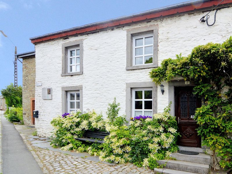 Very authentic Ardennes house, also bookable with BE-6850-14, holiday rental in Paliseul