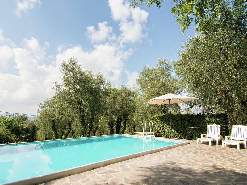 Classy Holiday Home in Ghizzano Peccioli with Swimming Pool, alquiler vacacional en Ghizzano