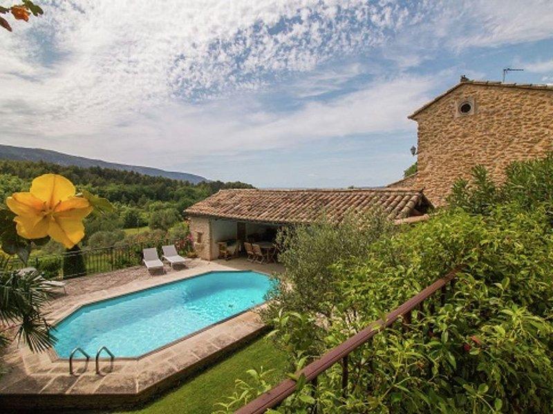 Magnificent Holiday Home with Swimming Pool in Oppède, location de vacances à Oppède