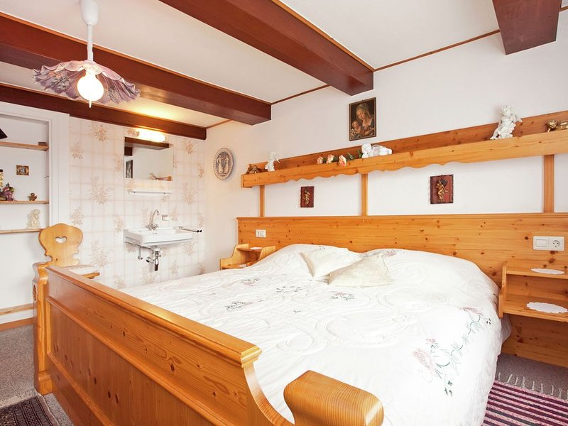 Very spacious home for 2 persons in a house built in 1720, Ferienwohnung in Hausern