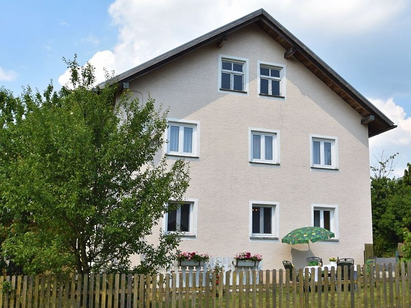 Comfortable Holiday Home in Arnschwang with Private Garden, vacation rental in Waffenbrunn