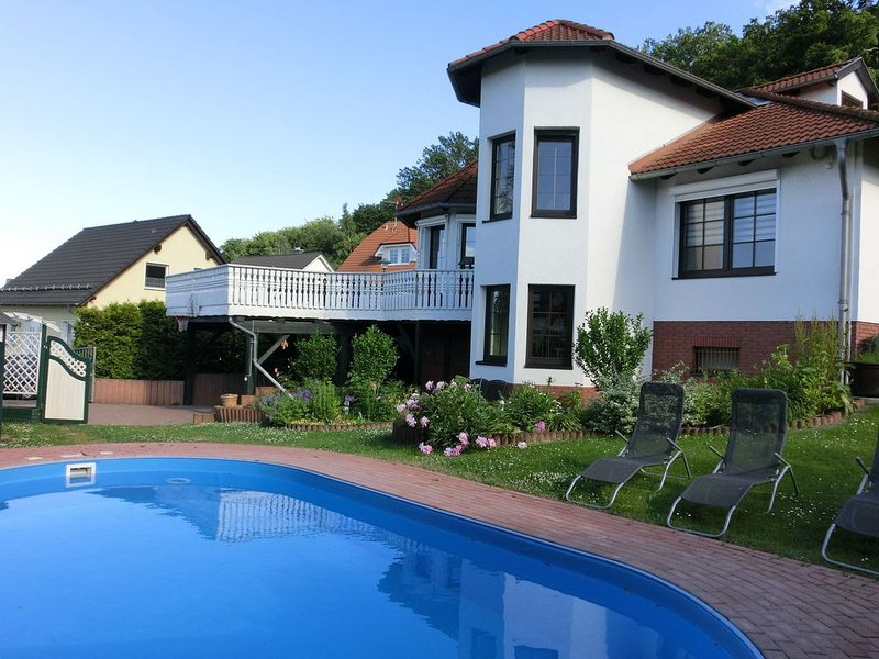 Holiday villa with private pool in the romantic resin, location de vacances à Gernrode