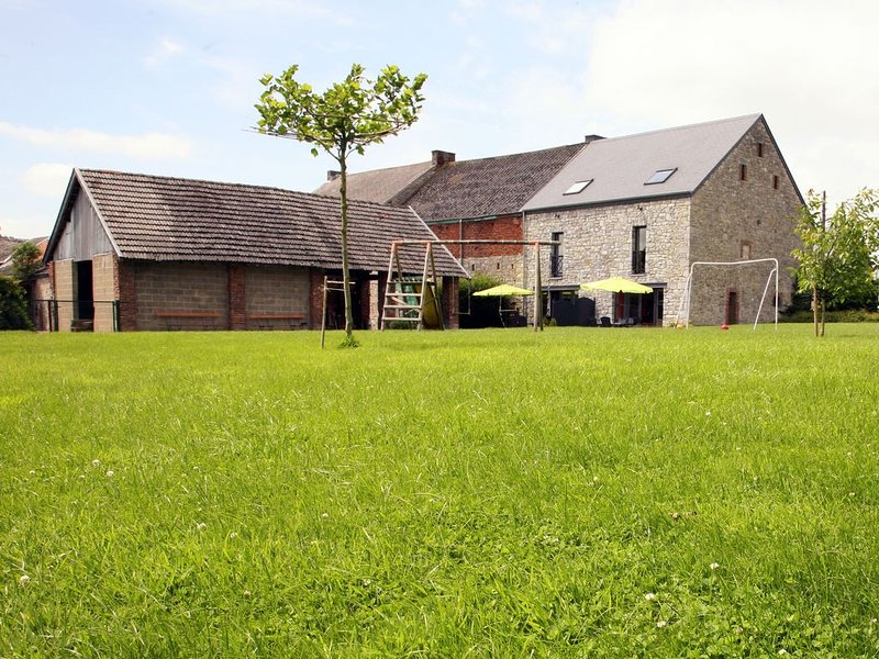 Snug cottage in the heart of the small village Tohogne, holiday rental in Houmart