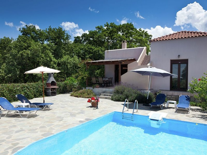 Holiday Villa, luxe, private pool, privacy and seaview, NW coast, near Rethymnon, location de vacances à Prines
