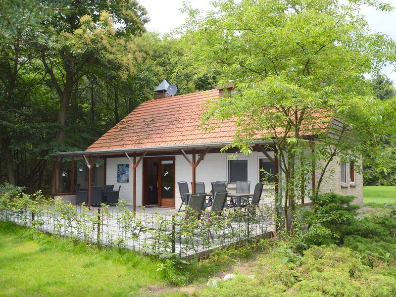 Cozy Holiday Home in Uden with Private Garden, holiday rental in Veghel
