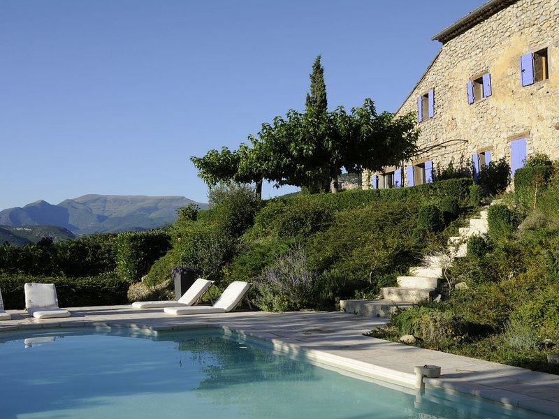 Lush Villa in Montaulieu with Swimming Pool, vakantiewoning in Vercoiran