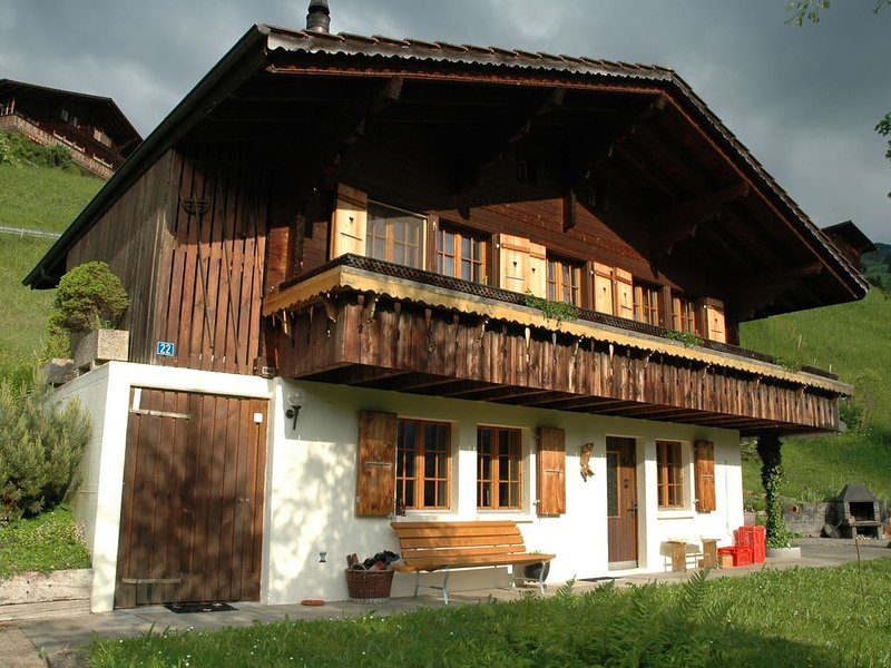 Detached chalet with view of the Alps, large terrace and veranda, alquiler vacacional en Heubach