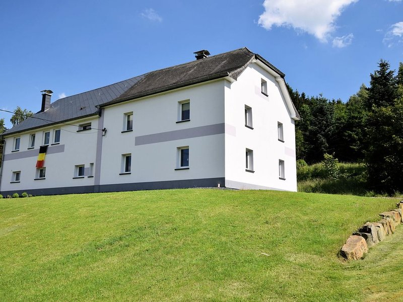 Spacious Holiday Home in Saint Vith with Terrace, holiday rental in Bleialf