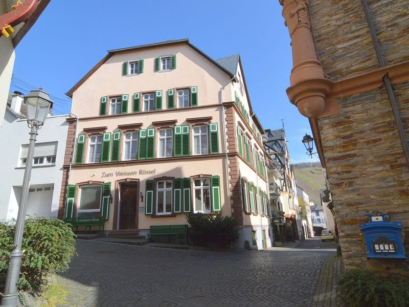 Centrally located between Eifel and Hunsrück, near the historic city of Trier,, location de vacances à Urzig