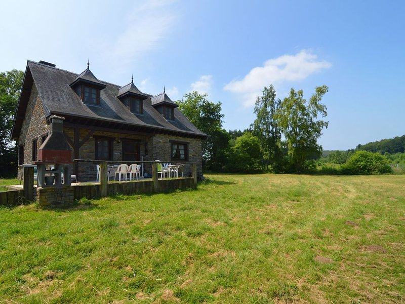 Open house, located on a large private property with private lake., holiday rental in Alle