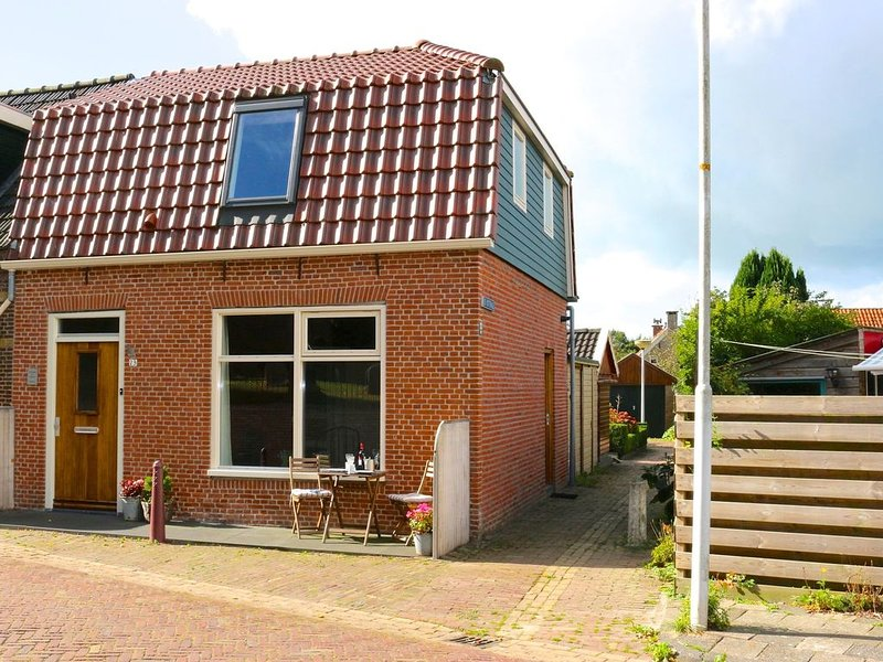 Central location in Friesland, nature Greidhoeke,day visit West Frisian Islands, holiday rental in Grouw