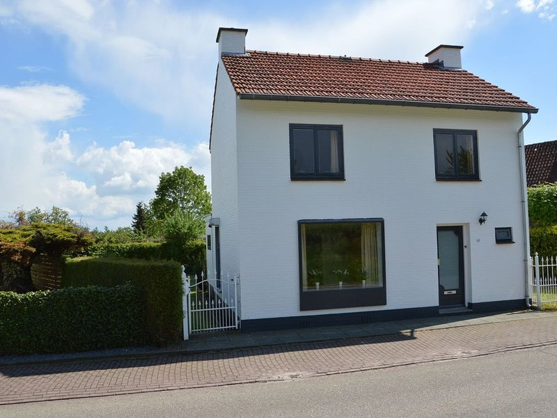 Comfortably furnished apartment in the South Limburg village of Eckelrade, appr, holiday rental in Gronsveld