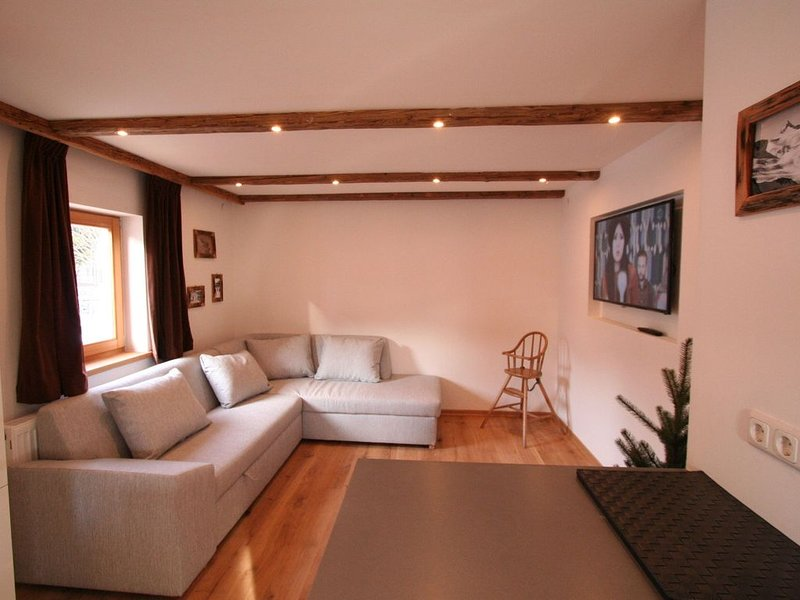 Fantastic chalet right by the slopes and the St. Johann ski lift in Tyrol., vacation rental in St Johann in Tirol