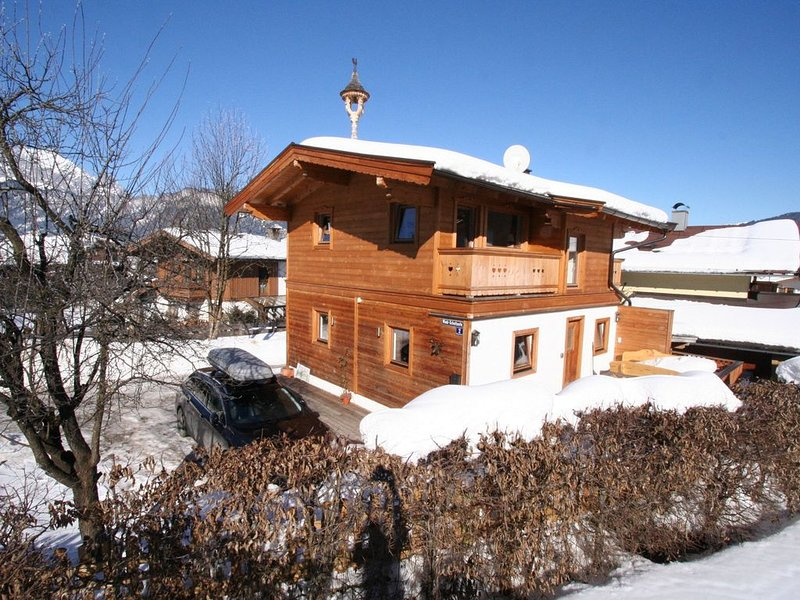 Fantastic chalet right by the slopes and the St. Johann ski lift in Tyrol. – semesterbostad i St. Ulrich am Pillersee