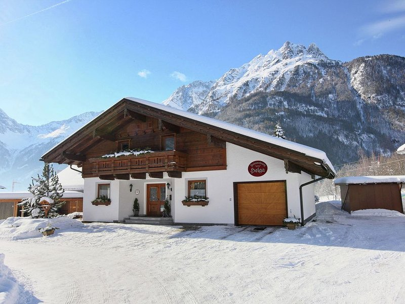 A spacious holiday home, all facilities are within walking distance., holiday rental in Oberlangenfeld