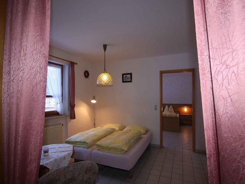 Ferienwohnung Wiesengrund, 48 qm, 1 Schlafzimmer, 1 Wohn-/Schlafzimmer, max. 4, aluguéis de temporada em Kirchzarten