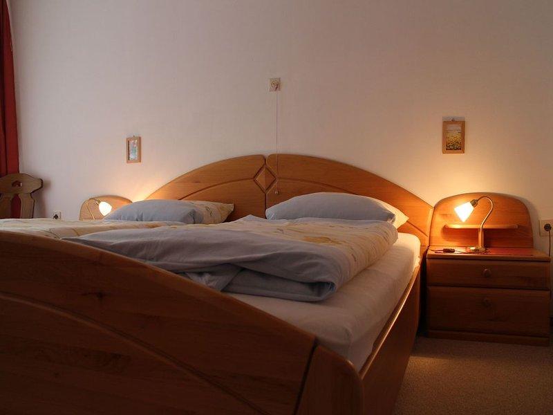 Ferienwohnung B mit 63 qm, 2 Schlafzimmer, für maximal 4 Personen, aluguéis de temporada em St. Georgen im Schwarzwald