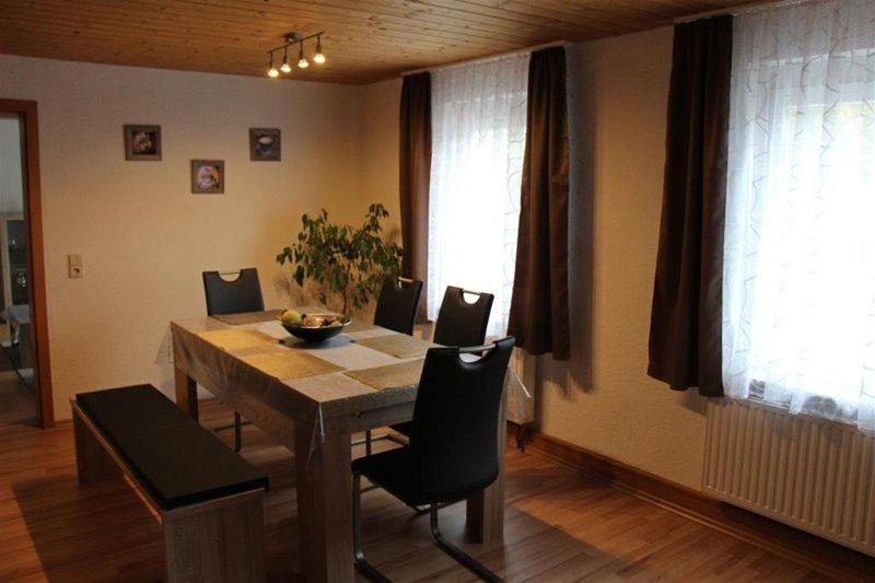 Ferienwohnung 110qm, 3 Schlafzimmer, max. 6 Personen, vacation rental in Metzingen