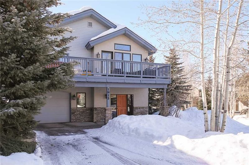Private Home - 3 BR, Sleeps 10 - Walk to Steamboat Ski Area - Professionally Ma, vacation rental in Yampa