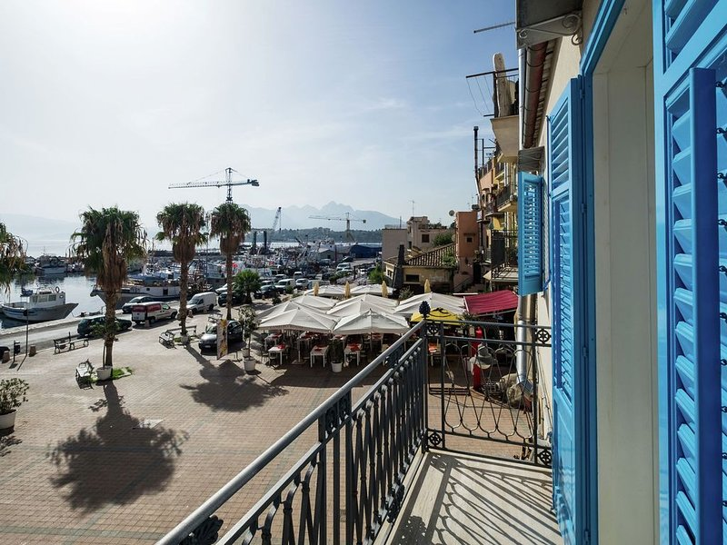 Tastefully decorated holiday home in the harbour of the fishing village of Port, holiday rental in Solanto